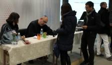 [:en]Autographing books[:he]חותם על עותקים מספריו
